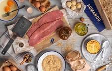 Foto de una opción de regalo gastronómico en lugar de las tradicionales cestas. En este caso, la de Nino Redruello, del Grupo La Ancha (Madrid y Barcelona), con Armando Maker.