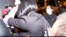 Detenida la mujer de Mainat por asaltar la casa de verano del productor