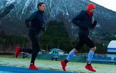 foto de Kilian Jornet durante el reto Kilian Phantasm 24h junto a Sebastian Conrad Håkansson