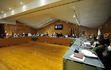 Momento en que los ediles de Geroa Bai, IU y PSN votan en contra del proyecto de ampliación.