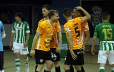 Sena, Pedro, Lemine y Vasques celebran el gol de este último, que dio el triunfo al conjunto ribero ayer en Sevilla.