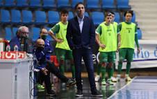 El técnico Imanol Arregui, en el banquillo de Osasuna Magna.