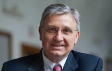 Fernando Sarráis, doctor en Medicina y Cirugía por la Universidad de Navarra y especialista en Psiquiatría.