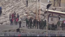 El Ejército se despliega en la playa del Tarajal para intentar controlar la entrada masiva de migrantes en Ceuta