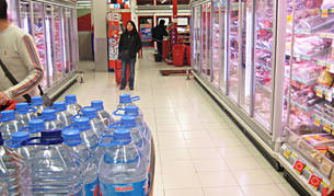 Los establecimientos comerciales de Alsasua redoblaron sus provisiones de agua embotellada