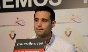 El jugador navarro ha vuelto a pisar el césped de El Sadar con la camiseta rojilla.