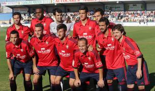 Los jugadores de Osasuna, contra el Eibar
