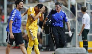 El guardameta de la Real Sociedad, Geronimo Rulli de la Real Sociedad, se retiró lesionado