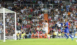 Gareth Bale anotó a placer, tras una vaselina, uno de los tantos de la noche