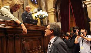 El presidente de la Generalitat, Artur Mas, saluda a la presidenta del Parlament, Nuria de Gispert