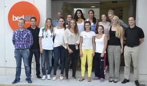 Las jugadores del GH Leadernet Iruña Voley, en el hotel Bed4U