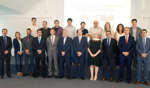 La vicepresidenta Goicoechea, con los nuevos emprendedores y representantes de las empresas patrocinadoras