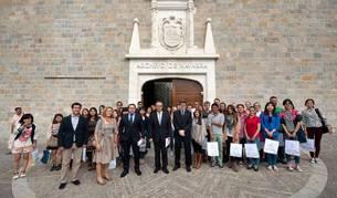 Iribas con un grupo de estudiantes extranjeros de la UPNA