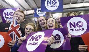 Partidarios del 'no' celebran la victoria en Edimburgo