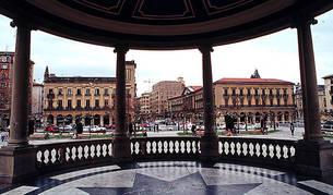 Barandilla del quiosco de la Plaza del Castillo.