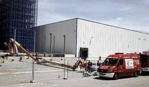 Dos personas han fallecido en un accidente laboral registrado en la empresa Ultracongelados Virto, en la localidad de Funes, tras precipitarse de gran altura.