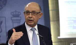 El ministro de Hacienda, Cristóbal Montoro, durante la rueda de prensa ofrecida en el Palacio de la Moncloa
