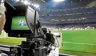 Una cámara de televisión en el Bernabéu.