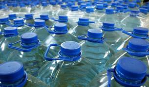 Más de 330 afectados de gastroenteritis tras beber agua embotellada en garrafas
