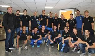 Munárriz (abajo, 3º por la izda.) ayer antes de partir a Hungría para disputar la Final Six de Champions.