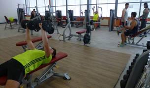 El polideportivo de Estella enseña a los usuarios su nuevo gimnasio
