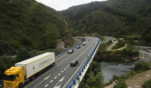 Imagen del puente de la N-121-A, a la altura de Endarlatsa, en el límite con Guipúzcoa.