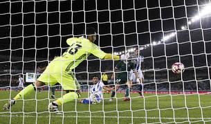 Carlos Vela sale al rescate (1-0)