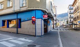 Imagen del establecimiento hostelero, situado en la calle García Ximénez, donde ocurrió la agresión contra los guardias civiles y sus parejas.