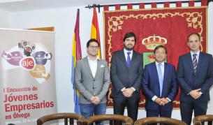 foto de Ion Esandi, Jesús Mateo y Enrique Puértolas, presidentes de las tres AJEs y Gerardo Martínez, alcalde de Ólvega