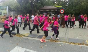 10.000 personas en la carrera contra el cáncer de mama celebrada en Pamplona.