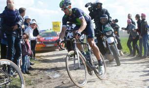 Imanol Erviti, en acción durante la pasada edición de la París-Roubaix en la que terminó noveno.