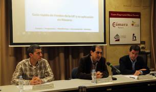De izda. a dcha., Eusebio Sáez, Abel Casado y Mikel Irujo.
