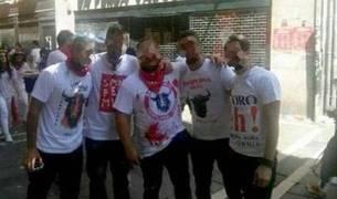 Los cinco detenidos, en una calle de Pamplona durante San Fermín.