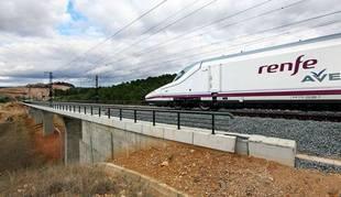 Un tren AVE en marcha.