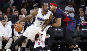 Ibaka ante Tobias Harris, de los Detroit Pistons
