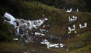 El avión del Chapecoense tenía poco combustible y exceso de peso