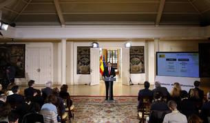 Imagen del presidente del Gobierno, Mariano Rajoy, durante la rueda de prensa que ha ofrecido hoy en el Palacio de la Moncloa para hacer balance del año y exponer sus perspectivas para 2017