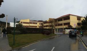 Colegio público e instituto San Miguel de Aoiz, donde se prevé seguir renovando ventanas.