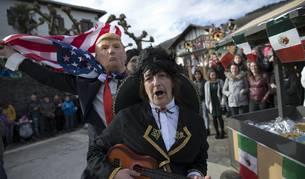 Cientos de vecinos salieron a la calle a celebrar el carnaval en Sunbilla