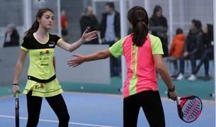 Del 9 al 12 de febrero se disputó en La Bandeja la primera de las cinco jornada de Juegos Deportivos de la temporada de pádel. Allí se dieron cita un total 75 parejas, 150 chavales comprendidos entre los siete y los 17 años.