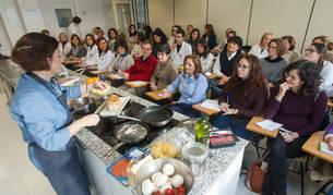 Taller 'Comer de tupper', impartido por la cocinera y profesora del Grado de Nutrición Humana y Dietética Alicia Bustos.