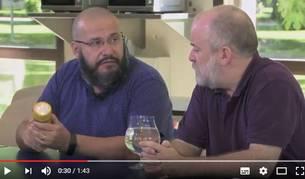 Captura del vídeo divulgativo de Javier Armentia (izda) y Joaquín Sevilla (dcha).