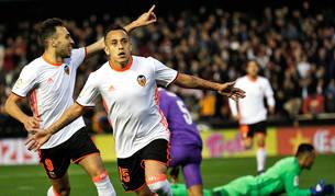 El Valencia tumba al Real Madrid en Mestalla y agita la cabeza y la cola la Liga