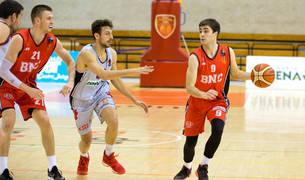 El base Íñigo Zabalo conduce el balón en un partido anterior.