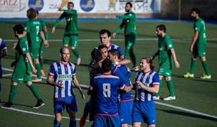 Los jugadores del Izarra celebrando el tanto de Maestresalas que supuso el empate a uno con el que se llegó al final.