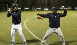 Imagen de dos jugadores de béisbol.