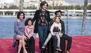 La directora Carla Simón posa con los actores Bruna Cusí (i), Laia Artigas (2i), Paula Robles (2d) y David Verdaguer, tras presentar su película 'Verano 1993' en el XX Festival de Cine de Málaga en Español.