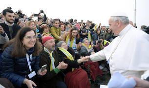 El Papa, durante su visita a las 'Casas Blancas' de Milán.