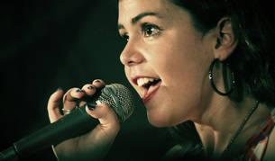 Imagen de los profesionales que trabajan con la voz, como los cantantes, son de las personas que más patologías de la voz pueden tener.