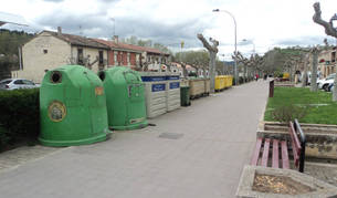 Los contenedores del paseo de Puente la Reina que se cubrirán con una estructura de madera.